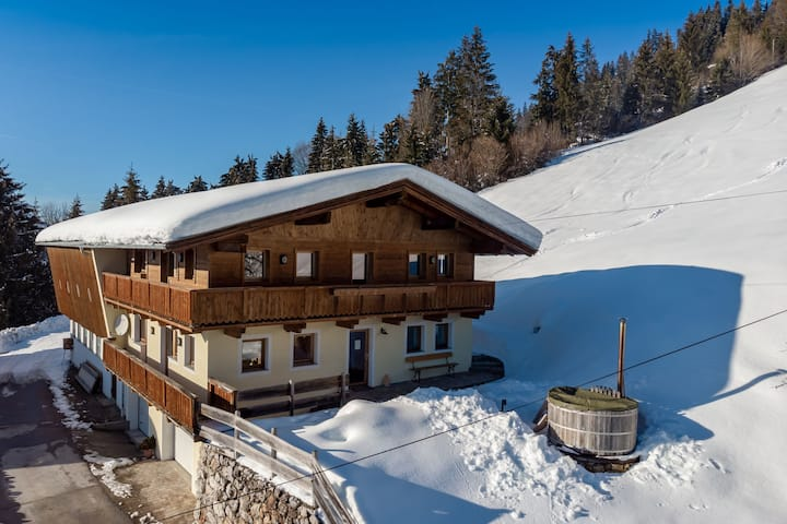 Gorgeous Chalet with Jacuzzi in Tyrol