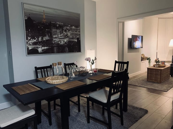 Luxurious & Stylish Home - Central - Free Parking