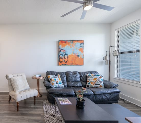 Sophisticated 1BR Apt near Downtown Tampa