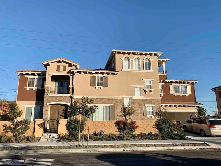 Brand New Specious House in Torrance!