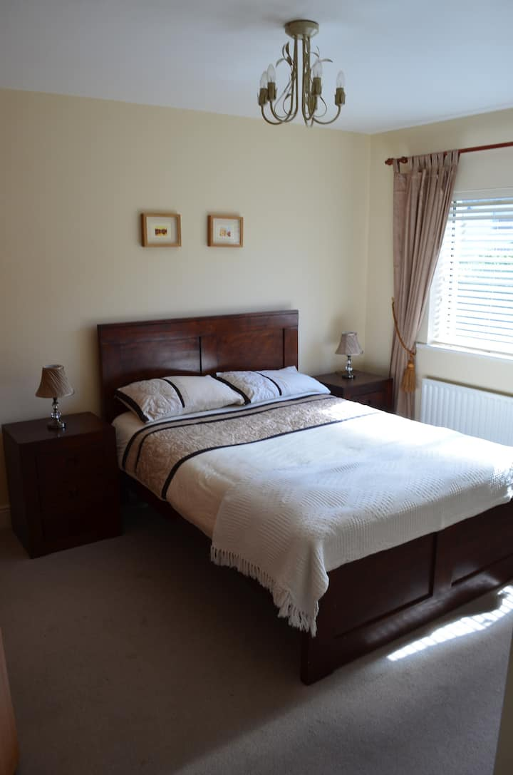 Comfortable Double Room in Large Home