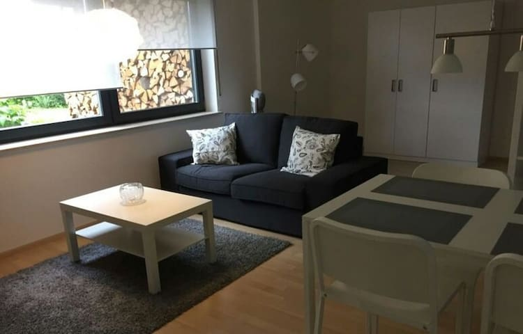 Private room with detached bathroom - Chaville - Daire