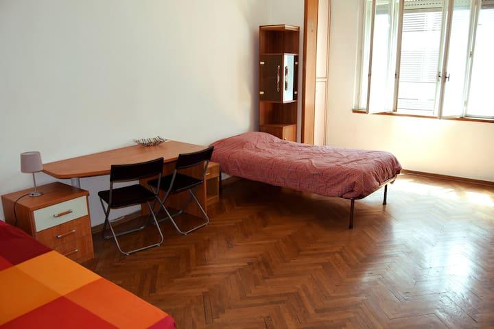 Doppia/Singola luminosa, zona Piazza Oberdan - Trieste - Apartamento