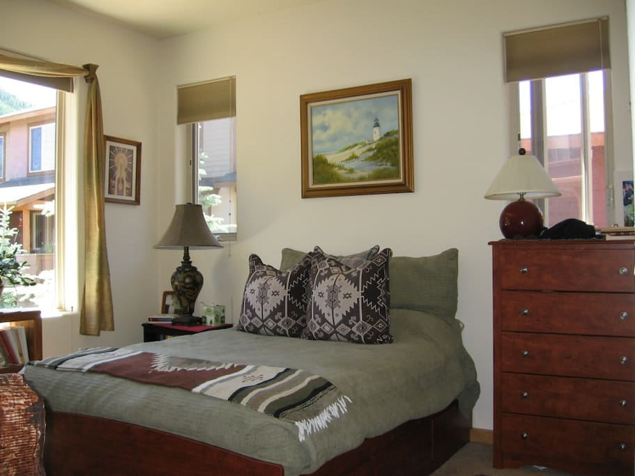 Very light and sunny bedroom with view of Bald Mountain.
