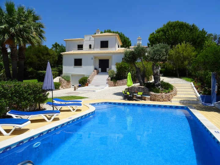Villa Jardim, games room, private pool, AC, WiFi