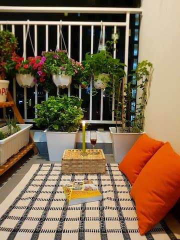 A cozy room at Botanica Apartment