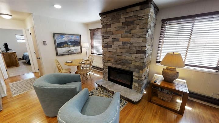Ski View 1 - In Town - On Main Street - End Unit - WiFi - Cable - Electric Fireplace - Trailer Parking In Back - Patio`s with Gas Grills and Patio Furniture - Commons Area With Game Room and Laundry Facility - View of Ski Mountain
