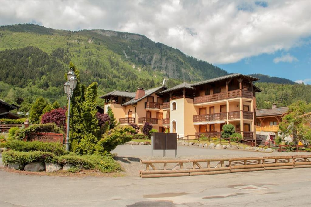 Rent Apartment Les Houches | Building from outside