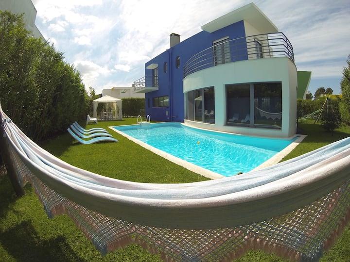 Sunny Villa with Pool in Serra Arrábida
