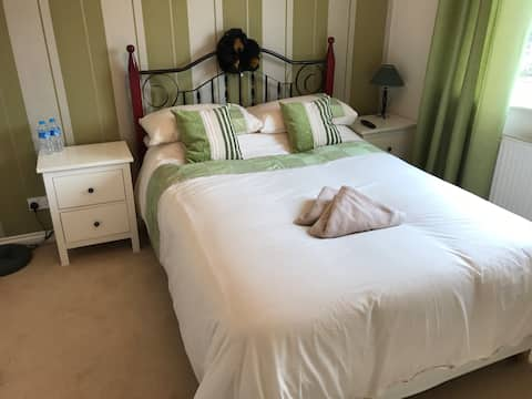 "Double Room, Luxury ensuite, SKY Q, Netflix 45"" TV"