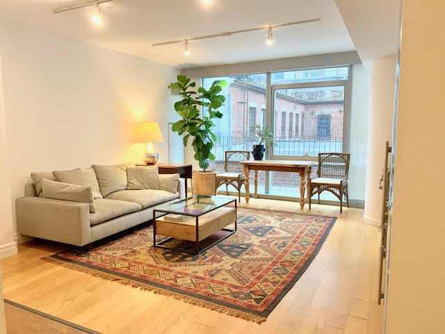 Bright Luxury Flat in DUMBO