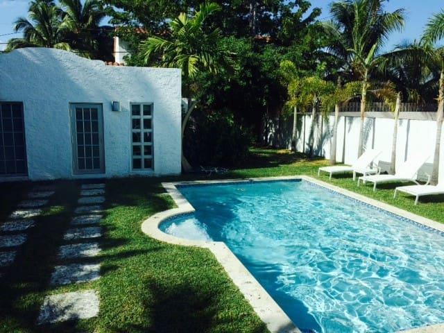 Beautiful South Beach House with Pool - Miami Beach - Huis