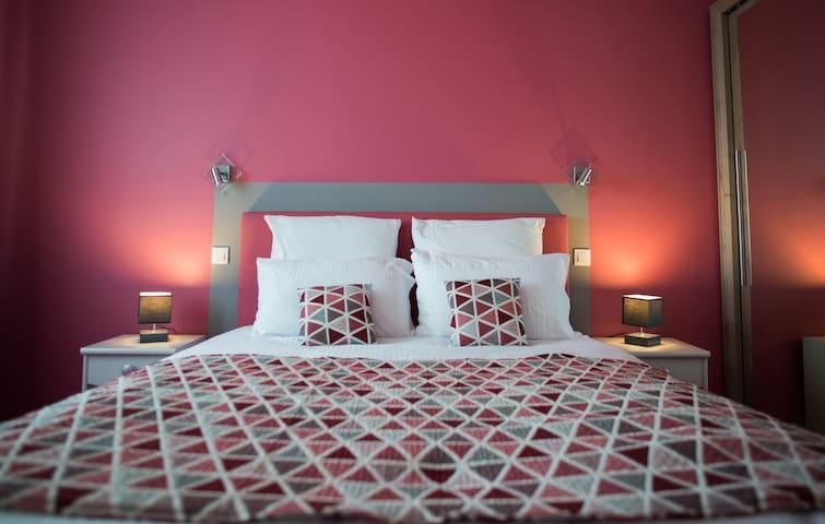 Suite SAPHIR avec Salon  Bed and Breakfast