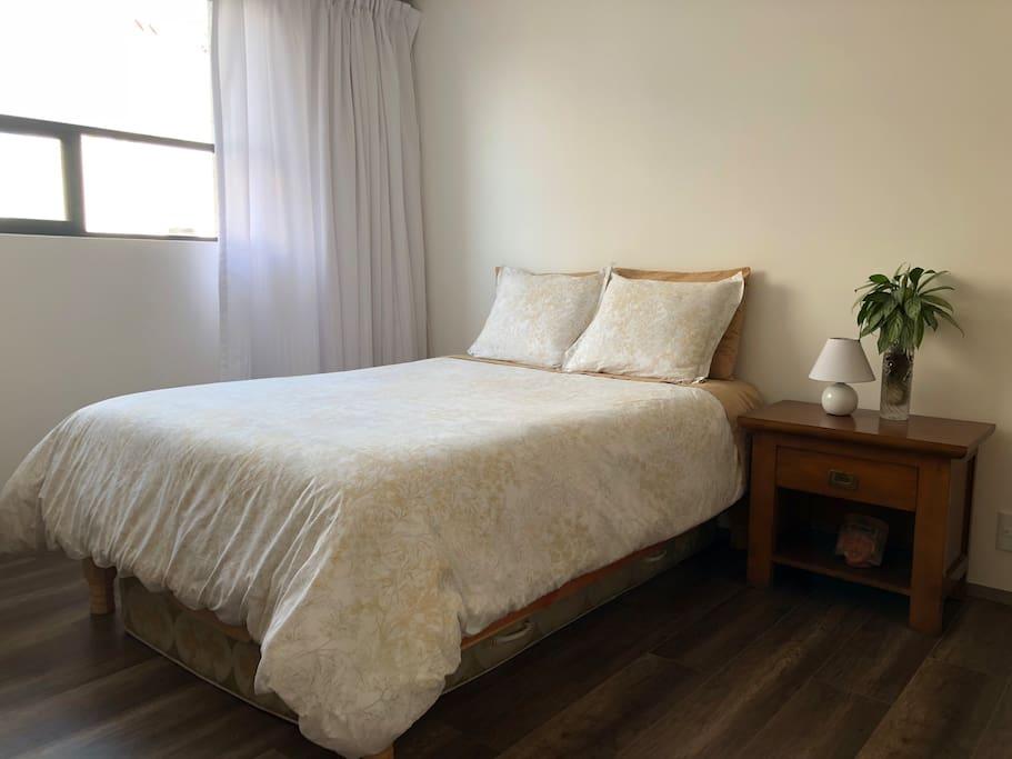 Recámara principal / Main bedroom