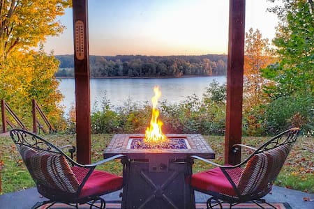 Lakefront: Hot Tub, Fire Pit, Home Theater & Dock