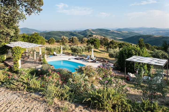 Idyllic Umbrian  farmhouse with swimming pool