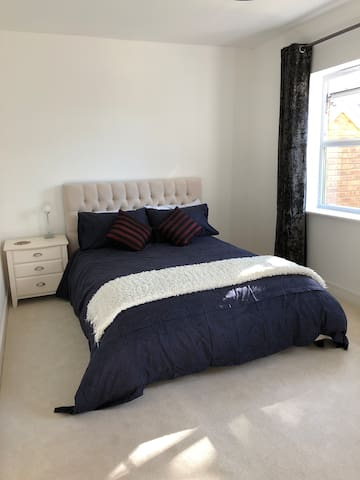 Lovely private room close to Horsham town centre.