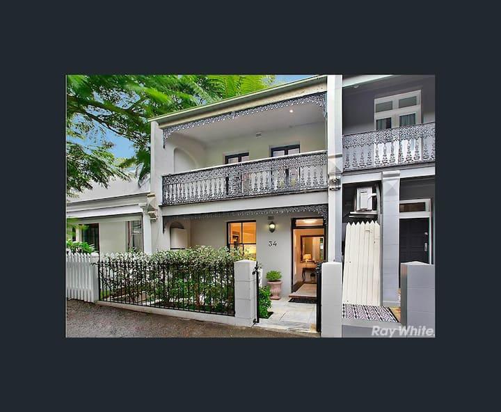 Sydney Terrace Home .. Paddington .. walk to CBD