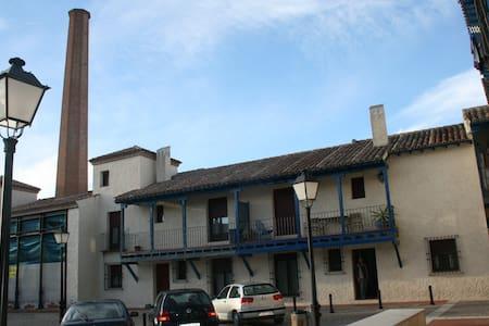 Bonita y amplia casa en el casco viejo de Chinchón - Chinchón