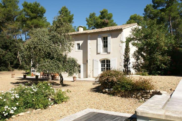 Mas provençal avec piscine privée 1135 - Barbentane - Casa