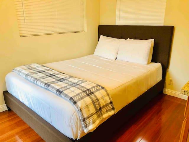 "Comfy 12"" memory foam queen sized bed"