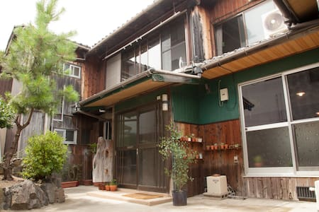 Guest house tokonoma/A cozy classic Japanese house