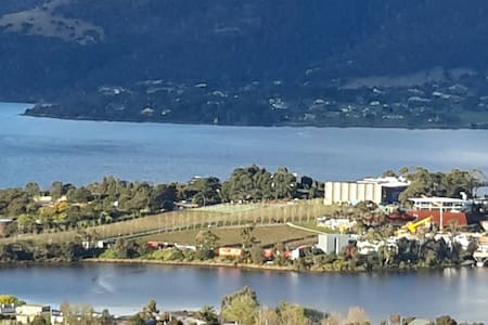 View & Hospitality! Well equipped studio near MONA