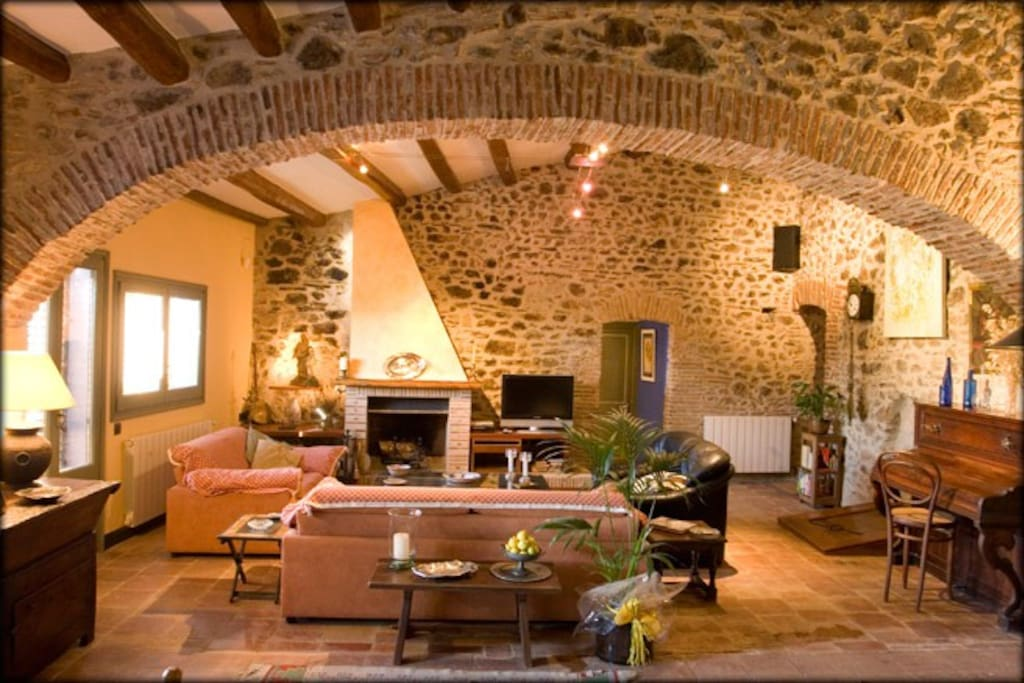 catalane g te rural et caves gelam maisons louer vilaju ga ct espagne. Black Bedroom Furniture Sets. Home Design Ideas