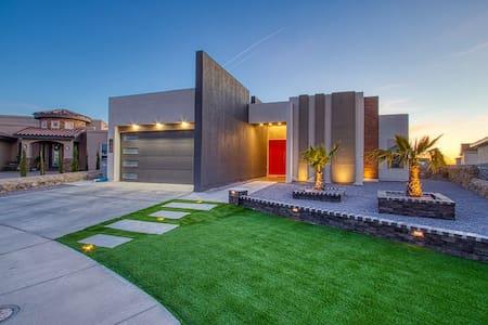 Miami Style Pool House