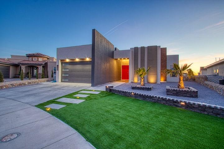 Miami Style Pool House (Heated Pool)