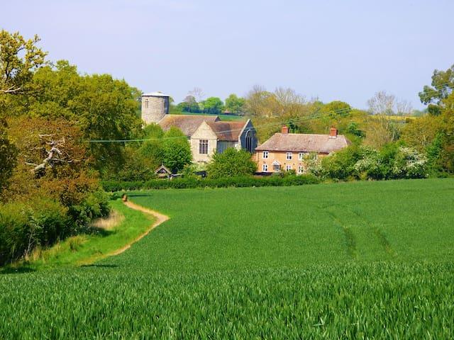 5* Idyllic Suffolk Countryside Cottage near Coast