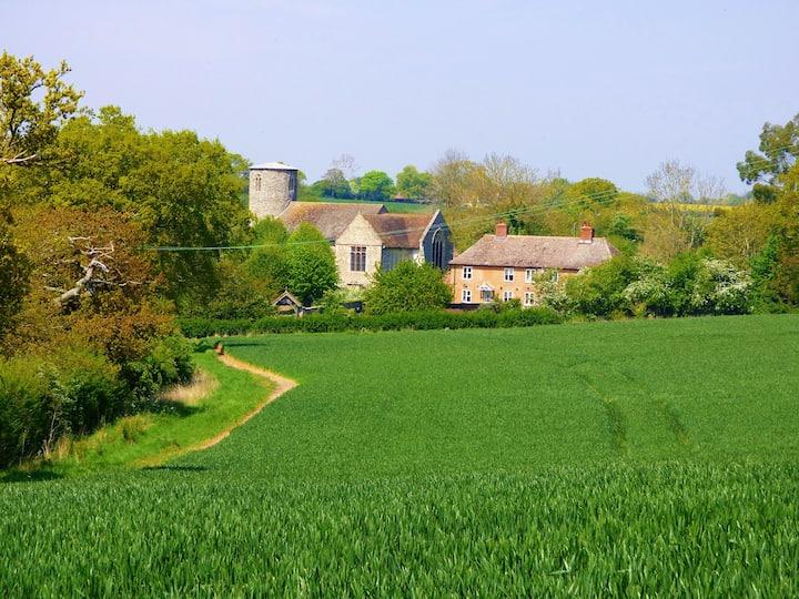 Idyllic Suffolk Countryside Cottage near to Coast.