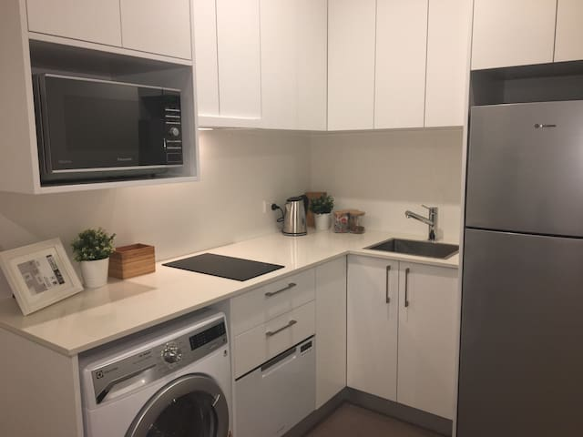 Modern & Stylish 1Bed Close to CBD - Canberra - Pis