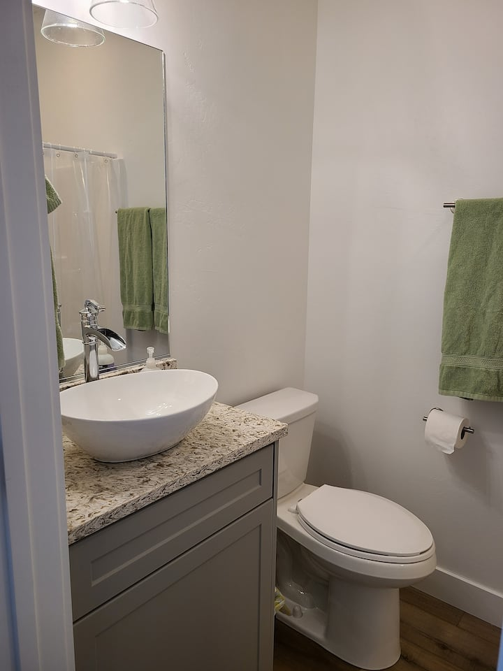 New Red Hills Rental- Queen bed, private entrance