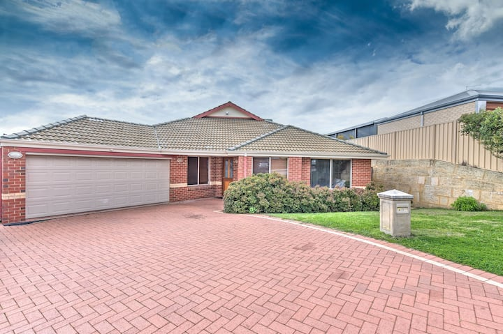 Hocking Perth - Spacious 4 bedroom home