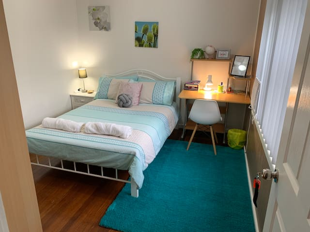 Double bed private room, hosted home. No meals