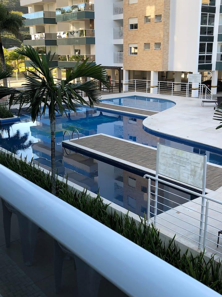 Lindo apartamento, completo, na Praia de Palmas.