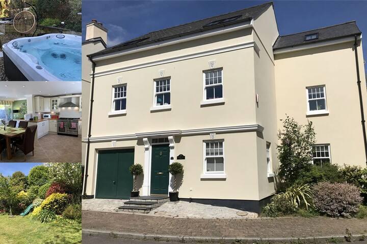 Stylish house + Hot Tub in Devon, 15 mins to beach