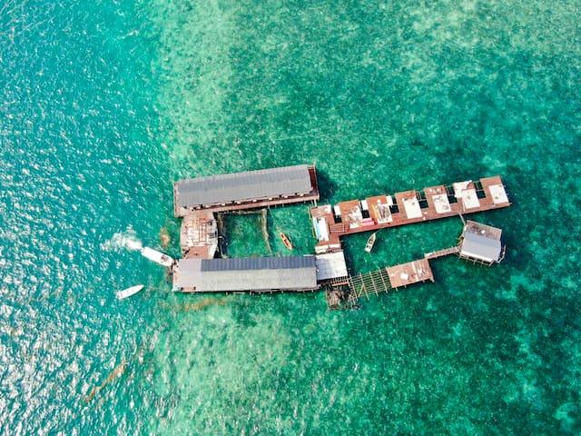 大床房双阳台 沙巴仙本那COCO水屋 住在海中央 坐拥10亩海域 情人节当天免费入住 帮安排潜水跳岛