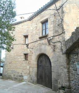 Casa medieval única i amb unes vistes increïbles - Forès - ปราสาท