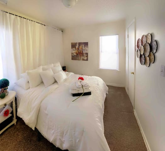 Private Room w/Full 🛏 • Free Washer Dryer on sight