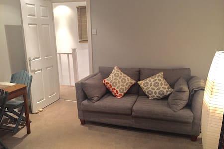 Cozy modern flat, residential area - Waltham Abbey - Apartmen