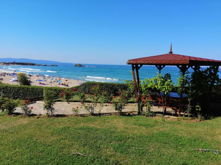 Lozenets, Central beach, Argo 6 stud