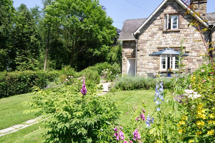 Vanilla Cottage- Usk 5* couples escape pet welcome