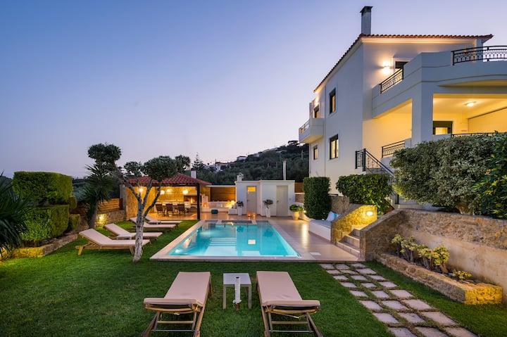 Dream Villa Georgia-Full Privacy-Heated Pool&Jet !