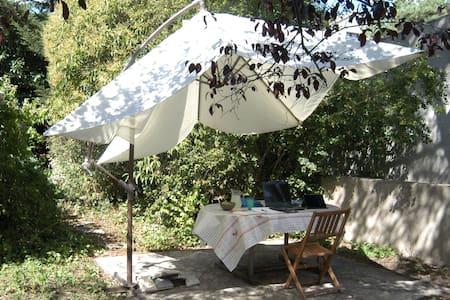 Jolie chambre, maison typique des bords de Marne - Ле Перё-Сюр-Марн