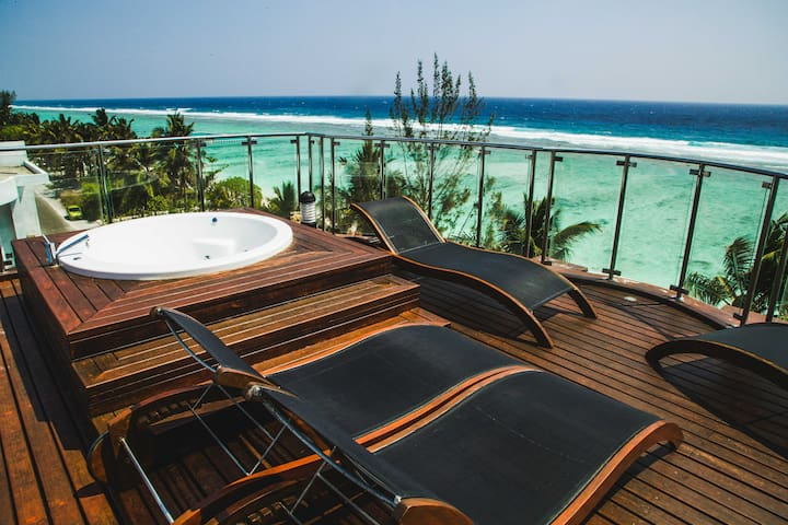 Amazing Beachfront Suite With Rooftop Jacuzzi