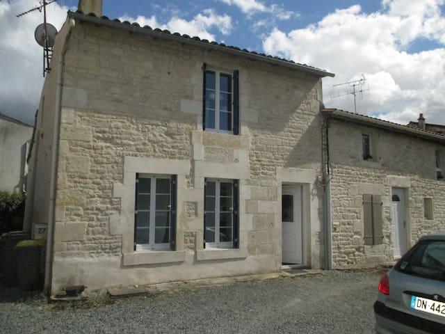 Maison atypique, marais poitevin - Niort - House