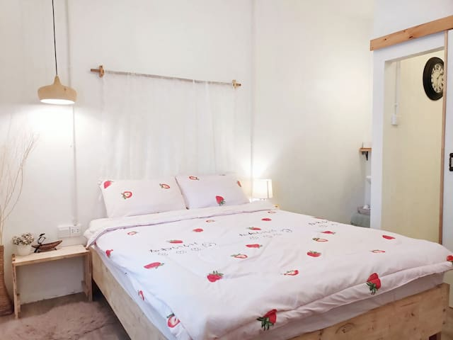 Cute & Cozy Room in Pool House, Chalong