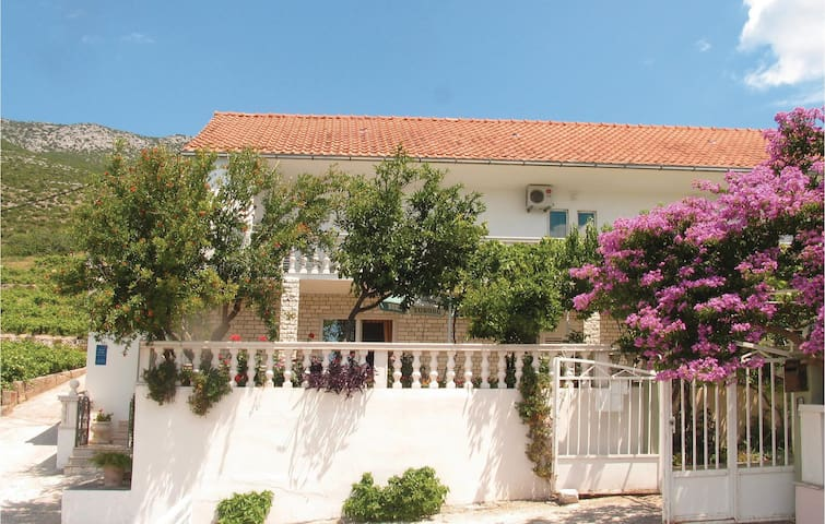 Holiday apartment with 4 bedrooms on 107m² in Postup